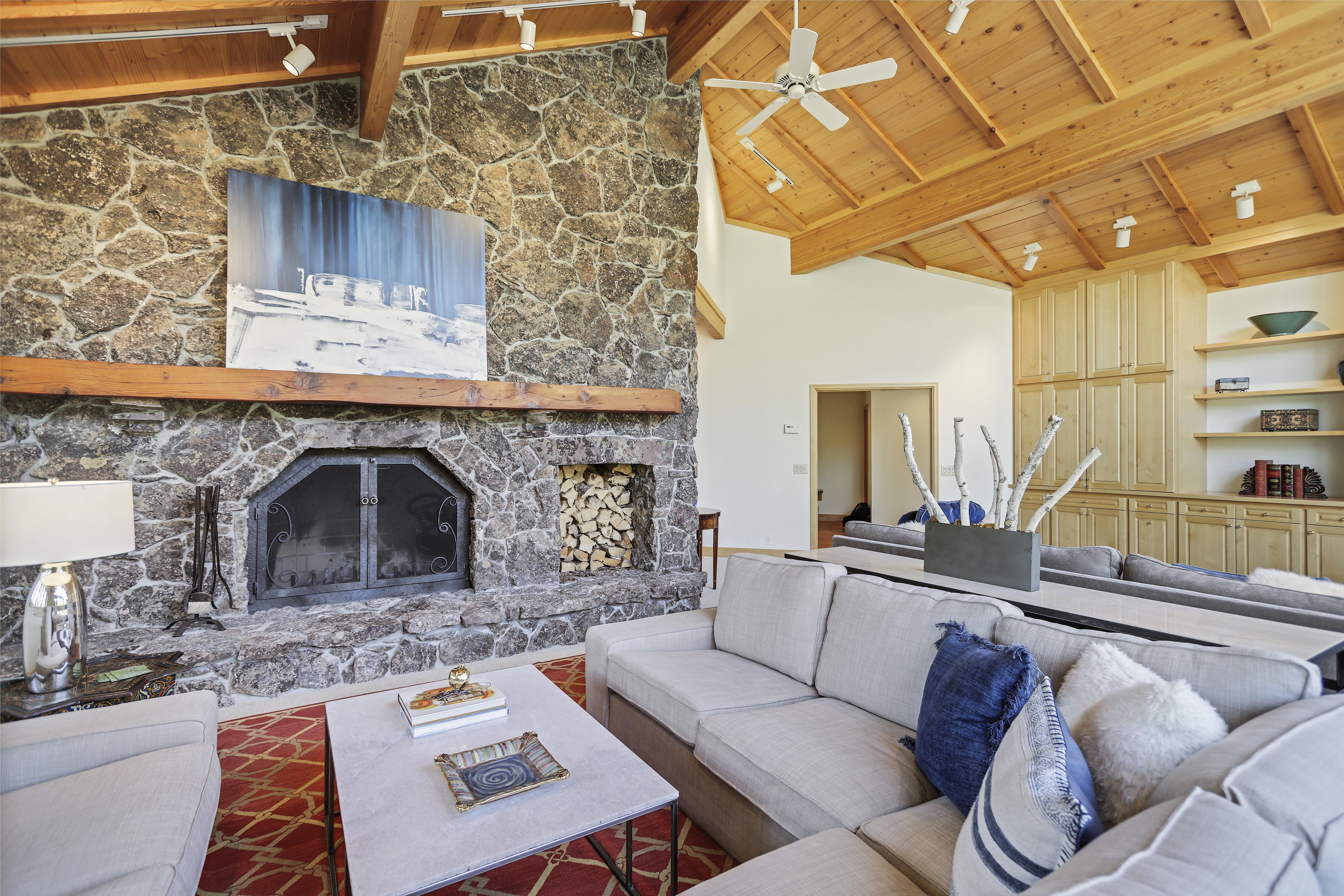 Abode-Luxury-Rentals-Jackson-Hole-Wyoming-Teton-Garden-Interior -Living-Room-1.10 & Abode-Luxury-Rentals-Jackson-Hole-Wyoming-Teton-Garden-Interior ...