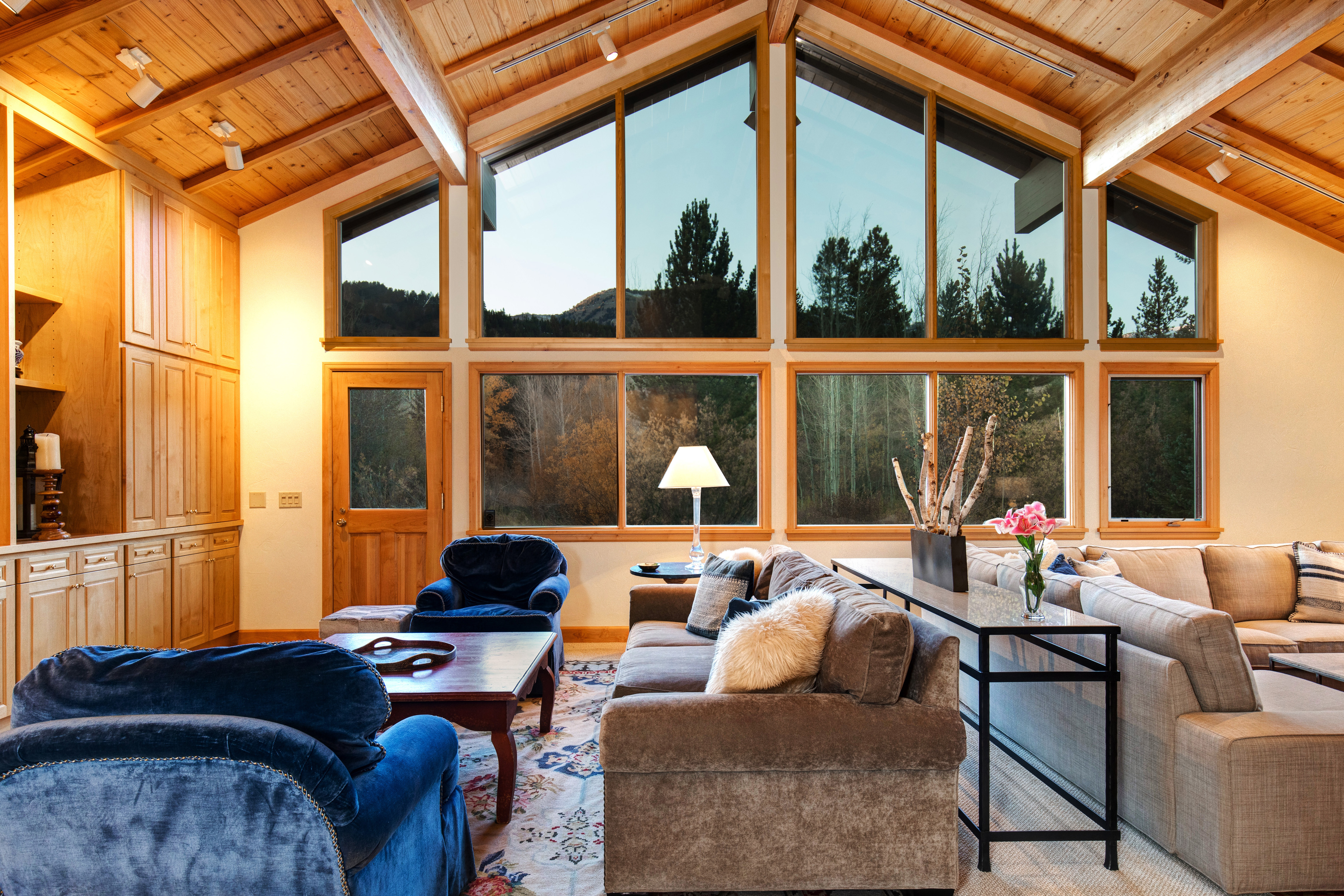 Abode Luxury Vacation Rentals  Jackson Hole Teton Garden Interior Living Room 2.7