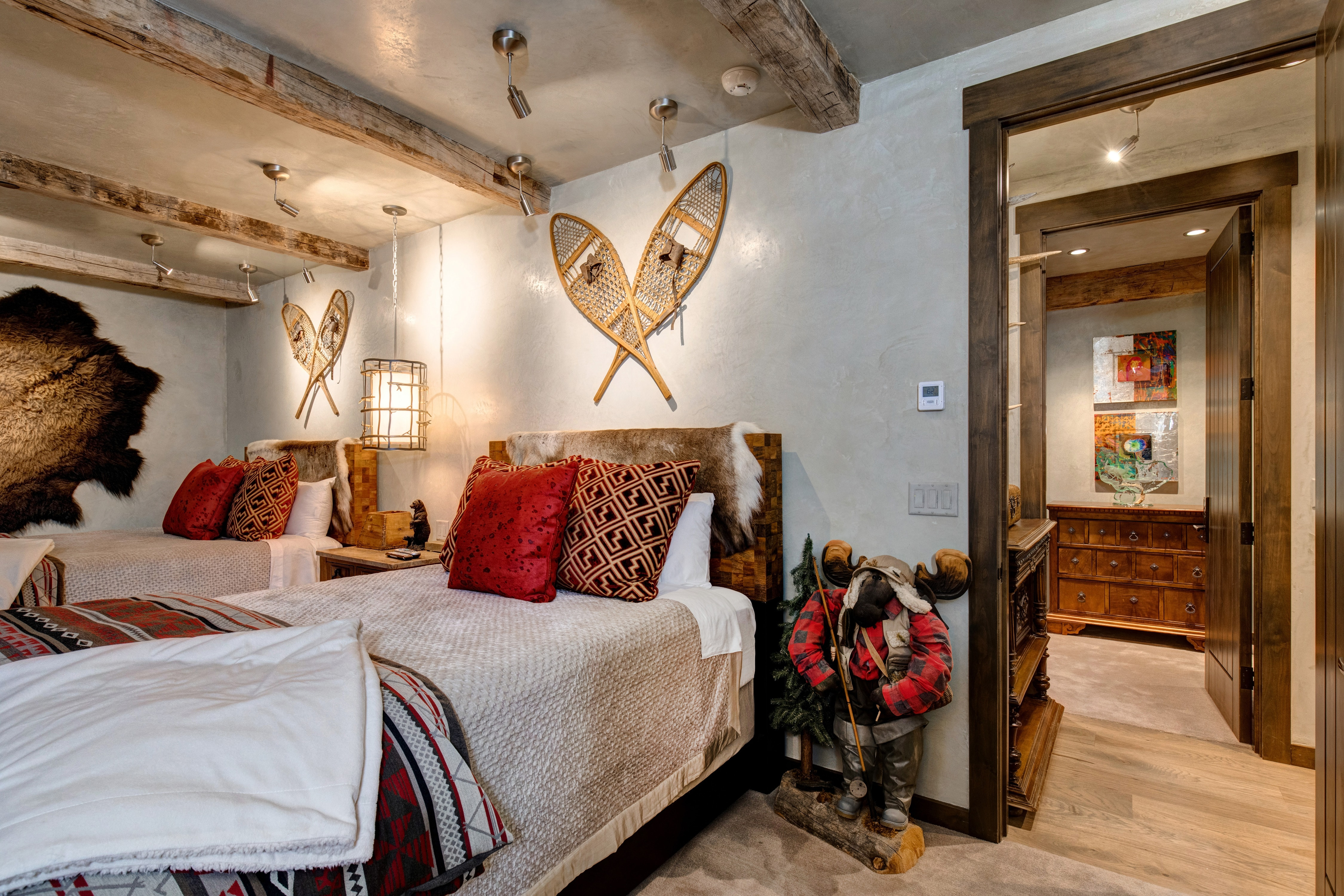 bedroom queen hinsdale house rental | Abode-Luxury-Rentals-Jackson-Hole-Three-Bears-Main-House ...