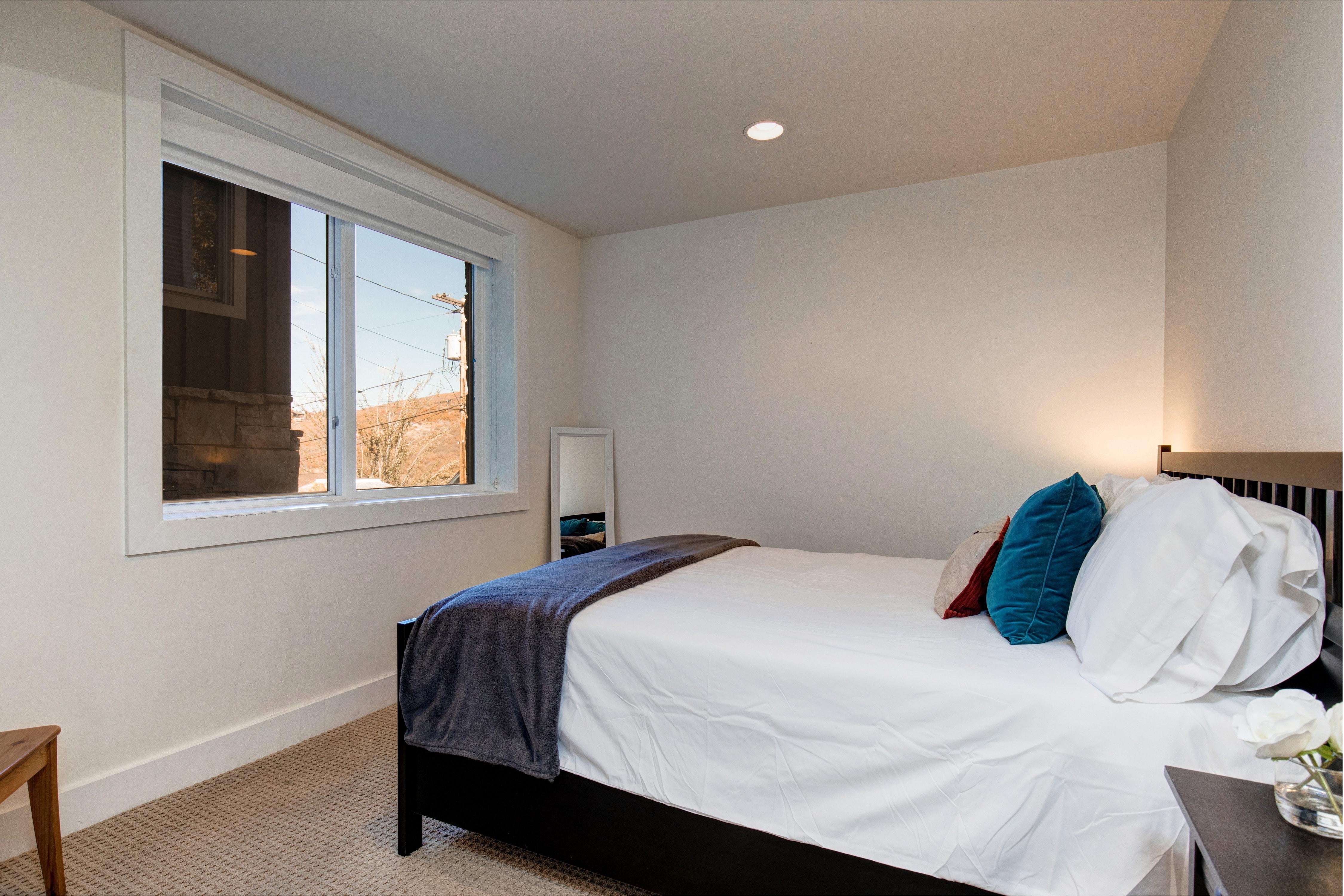 bedroom queen hinsdale house rental | Abode-Luxury-Rentals-Park-City-Utah-Hillside-Interior ...