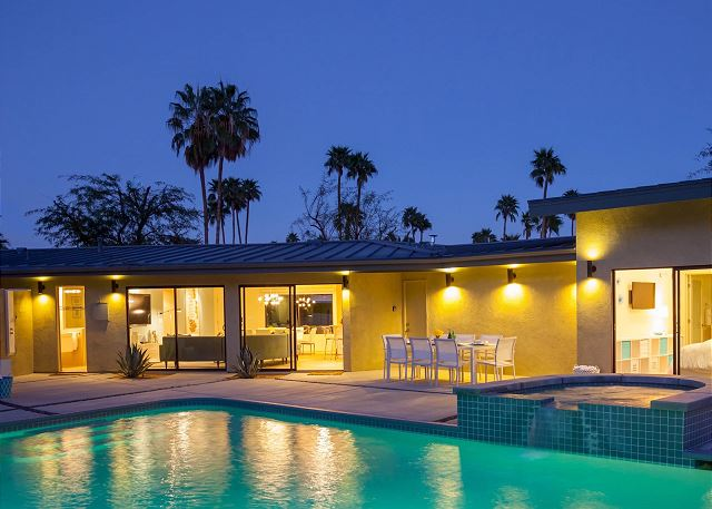 Mid-Century Deluxe Palm Sproings vacation Home Rental