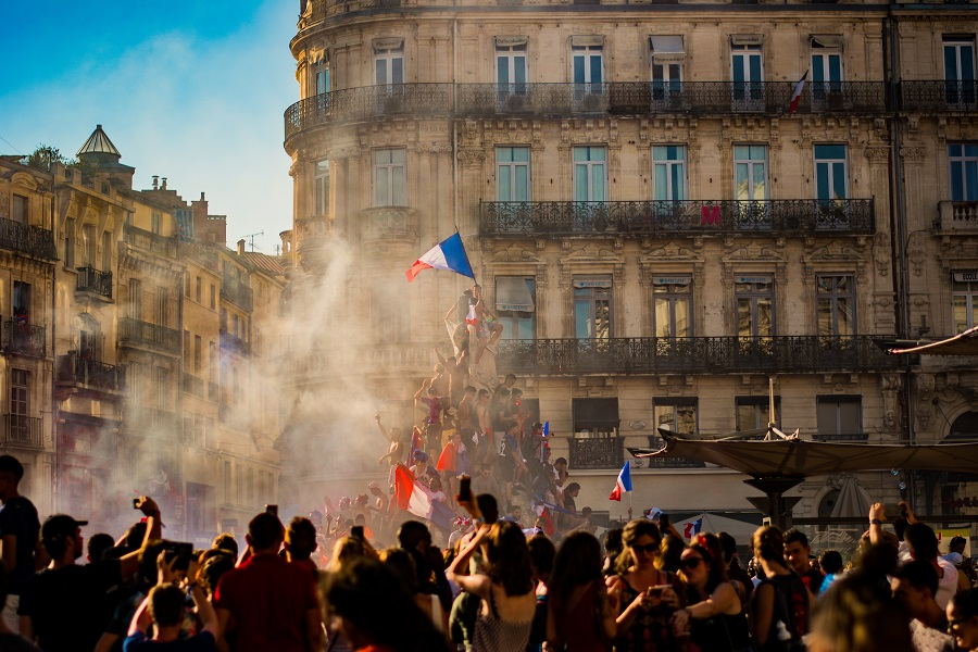 "Bitcoin [BTC] finds its way in a ""Liberty Leading the people"" styled painting in Paris amidst the Yellow Vest protests"