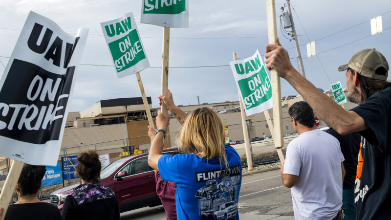 UAW calls national strike against GM