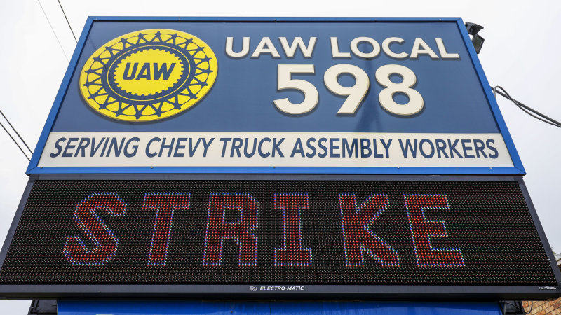 GM's pledge in UAW talks: $7 billion investment, electric pickup