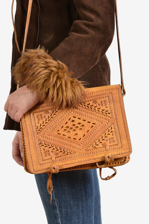 Vintage tan brown leather shoulder bag