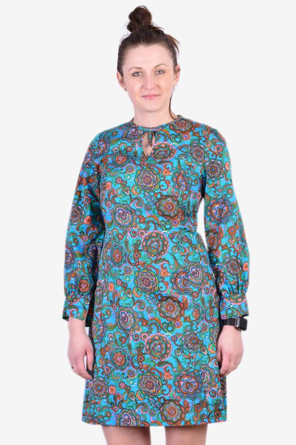 Vintage long sleeved shift dress