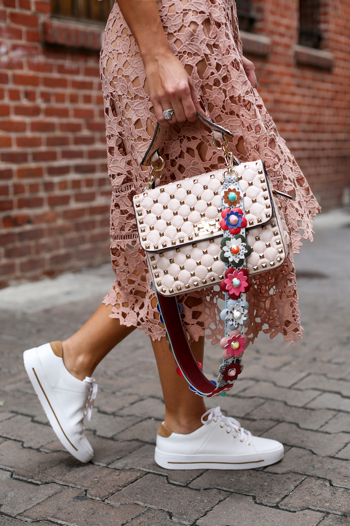 white sneakers street style