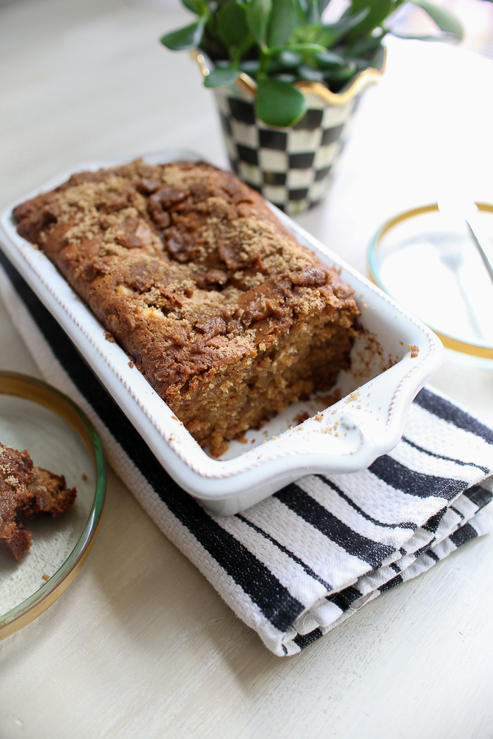 chocolate chip pumpkin bread with streusel