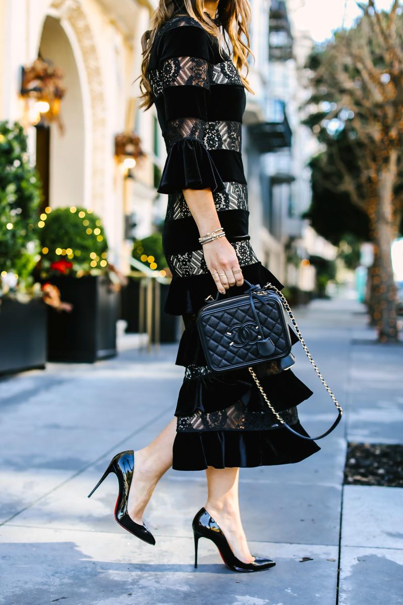 black chanel filigree bag