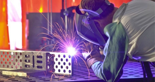 Welding of mechanical part with sparks flying