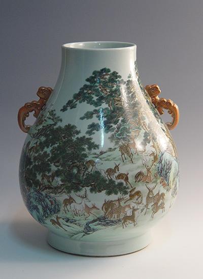Famille rose bottle with hundreds of deer pattern