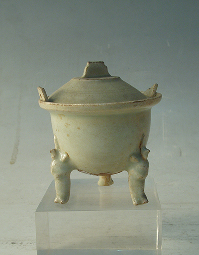 Bluish white glaze censer with three feet and cover