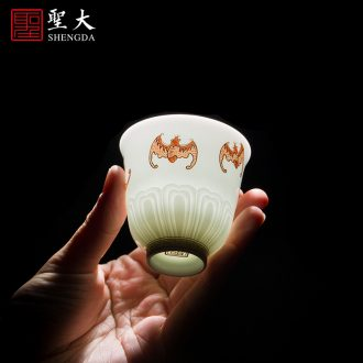 The big ceramic kung fu hand blue and white porcelain cup sample tea cup tie up branch lotus treasure grain cup of jingdezhen tea service master