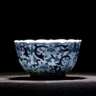 Holy big cup sample tea cup hand-painted ceramic kungfu antique blue-and-white bound lotus flower lamp that single cup of jingdezhen tea service master