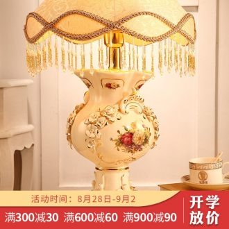 Vatican Sally, european-style luxury bedroom berth lamp creative sweet retro ceramic married married the lamp lighting