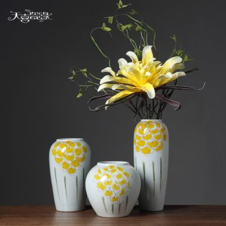 Insert new Chinese style ceramic vase originality fashionable sitting room white dried flowers, household soft adornment is placed