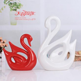 Creative household act the role ofing is tasted wedding gift ceramics handicraft living room TV cabinet decoration swan furnishing articles of modern decoration