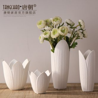 Tang dynasty insert white ceramic vase furnishing articles contemporary and contracted fashion household soft adornment between example sitting room decoration