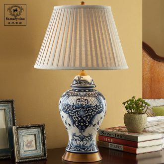 The copper decoration new classic ceramic Chinese style table lamp of bedroom the head of a bed ice to crack the Chinese blue and white porcelain wind sitting room desk lamp