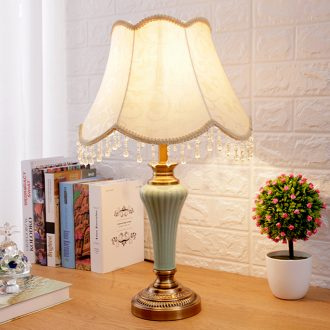 Creative European simple ceramic lamps fashion warm romantic home decorate the living room a study bedroom berth lamp