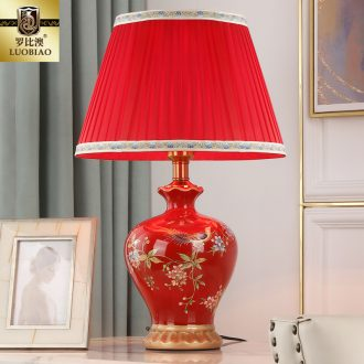 The bedroom nightstand lamp with Chinese style is contemporary ceramic creative taste sweet and romantic wedding room lamp dowry marriage