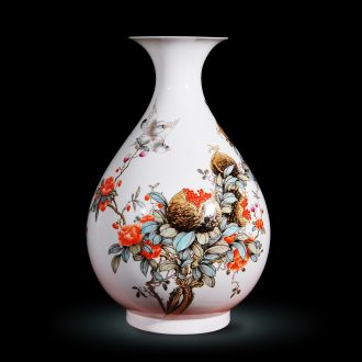 Jingdezhen ceramics Feng Jie hand-painted powder enamel vase modern fashion decoration crafts are rich fruits