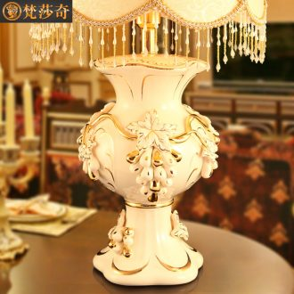 Europe type desk lamp 2018 marriage room luxury wedding gift ceramics restore ancient ways to decorate the sitting room the bedroom the head of a bed a wedding gift