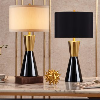 Light the luxury of postmodern American desk lamp adornment bedroom berth lamp European creative contracted ceramic sitting room warm marriage