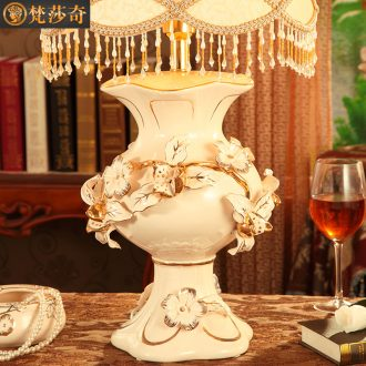 Vatican Sally european-style luxury bedroom berth lamp warm sitting room ceramic lamp act the role ofing use desk lamp a wedding gift