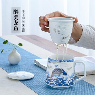 Blue and white porcelain tea cup of ceramic tea cup with lid filtration separation of tea cup office glass tea cup