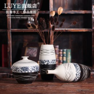 Jingdezhen blue and white porcelain vase by hand dry flower porcelain flower implement desktop furnishing articles ceramic vase household act the role ofing is tasted the living room