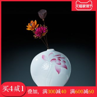 Jingdezhen ceramic masters hand-painted vases, flower arranging machine carved lotus pomegranate bottles of home sitting room adornment is placed