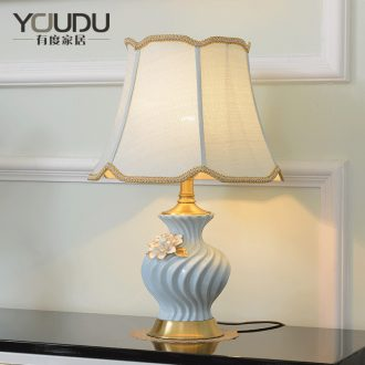 American light luxury ceramic desk lamp Angle of Europe type restoring ancient ways is the new Chinese style villa living room sofa a few full copper lamp of bedroom the head of a bed