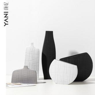 Scandinavian minimalist art between black and white ceramic vase creative geometry stripe example desktop household ornaments