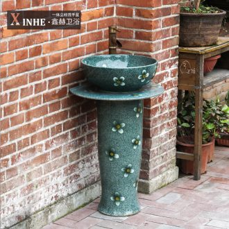 The sink ceramic basin of pillar type column art one floor balcony outdoor toilet the pool that wash a face basin