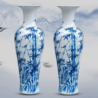 Jingdezhen ceramic masters hand draw large vases, furnishing articles now rising household decoration for the opening of blue and white porcelain gifts