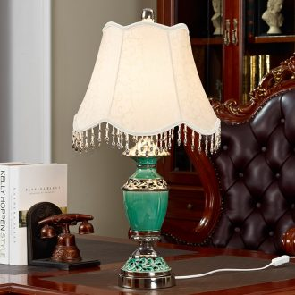 Eastman European ceramic desk lamp light modern living room light sweet and creative fashion decoration of bedroom the head of a bed lamp