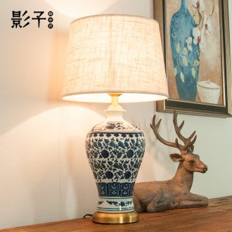Ceramic lamp full copper modern Chinese style restoring ancient ways of blue and white porcelain plum bottle hotel study of the sitting room the bedroom berth lamp 1031