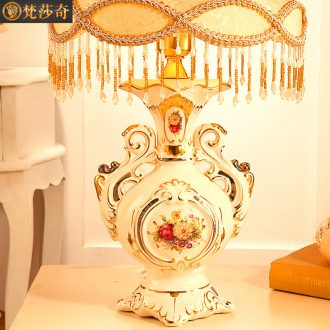 Vatican Sally 's key-2 luxury European - style desk lamp of bedroom the head of a bed to restore ancient ways of rural ceramic lamps and lanterns lighting wedding housewarming gift