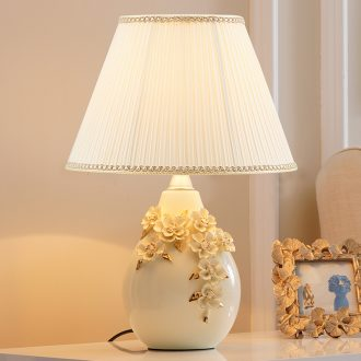 Bedside lamp artical contracted sitting room sweet American creative fashion gift bedroom adjustable light ceramic lamp