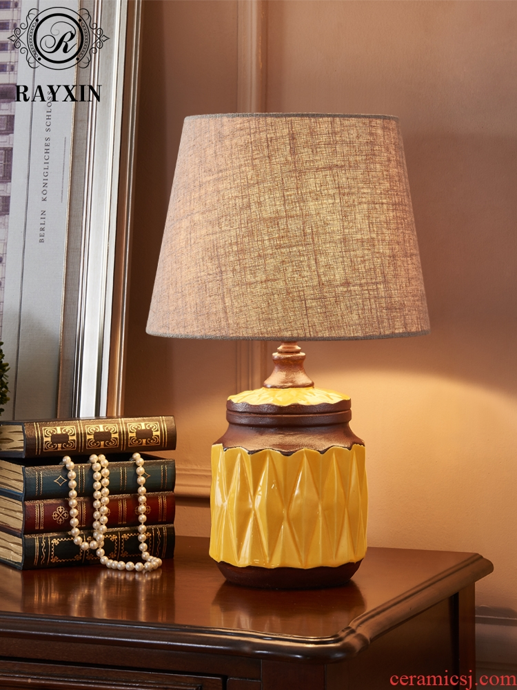 American retro small desk lamp contracted and contemporary sitting room bedroom berth lamp light luxury european-style ceramics Nordic wedding marriage room