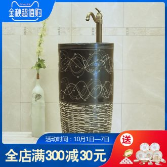 Ceramic toilet balcony column basin one-piece on its European archaize lavatory toilet home plate on stage