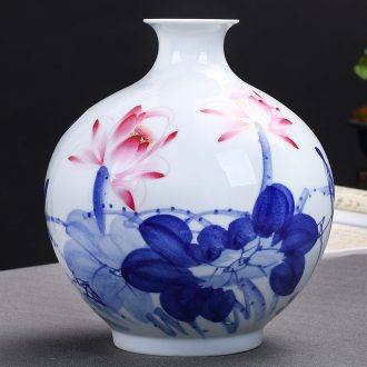 Jingdezhen ceramics hand draw freehand brushwork in traditional Chinese blue and white porcelain vases, flower arrangement of Chinese style living room home furnishing articles