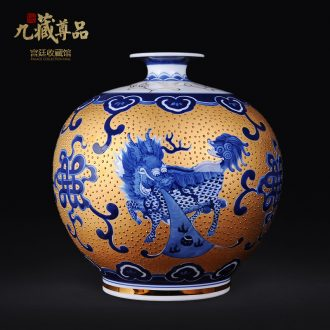 Jingdezhen ceramic hand - made porcelain vase gold kirin spit bead Chinese arts and crafts porcelain sitting room adornment is placed