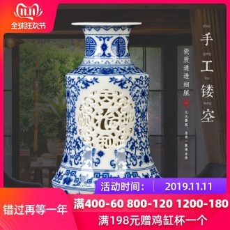 Blue and white floret bottle of jingdezhen ceramics hollow - out of the sitting room place I and contracted household adornment wedding gift