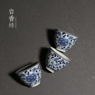 YanXiang fang sample tea cup around branches of blue and white porcelain ceramic kung fu tea cups household masters cup restoring ancient ways