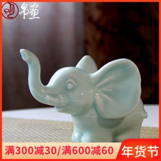 The sitting room lucky elephant ceramics handicraft furnishing articles small jingdezhen tea pet teahouse, lovely creative home decoration