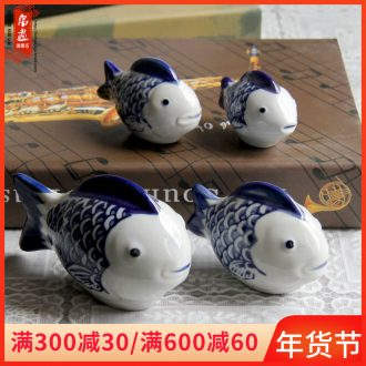 Ceramic small creative lovely fish tank, the family decorates a small place ins jingdezhen blue and white porcelain desktop floating fish