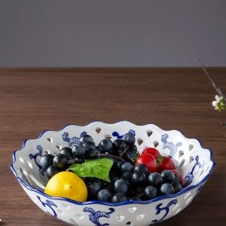 Fruit bowl of blue and white porcelain is hollow out - gulp of jingdezhen ceramic creative household of snack candy dish of tea table furnishing articles