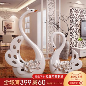 Creative household soft outfit wine cabinet decoration wedding gift sitting room ark, furnishing articles ceramic decoration paint a swan